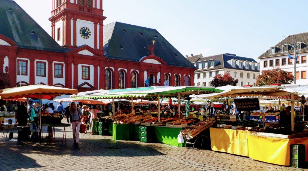 Market day Mannheim town hall