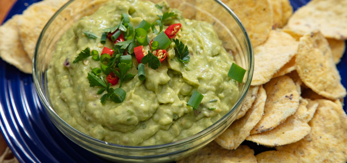 Vegan Guacamole with chips